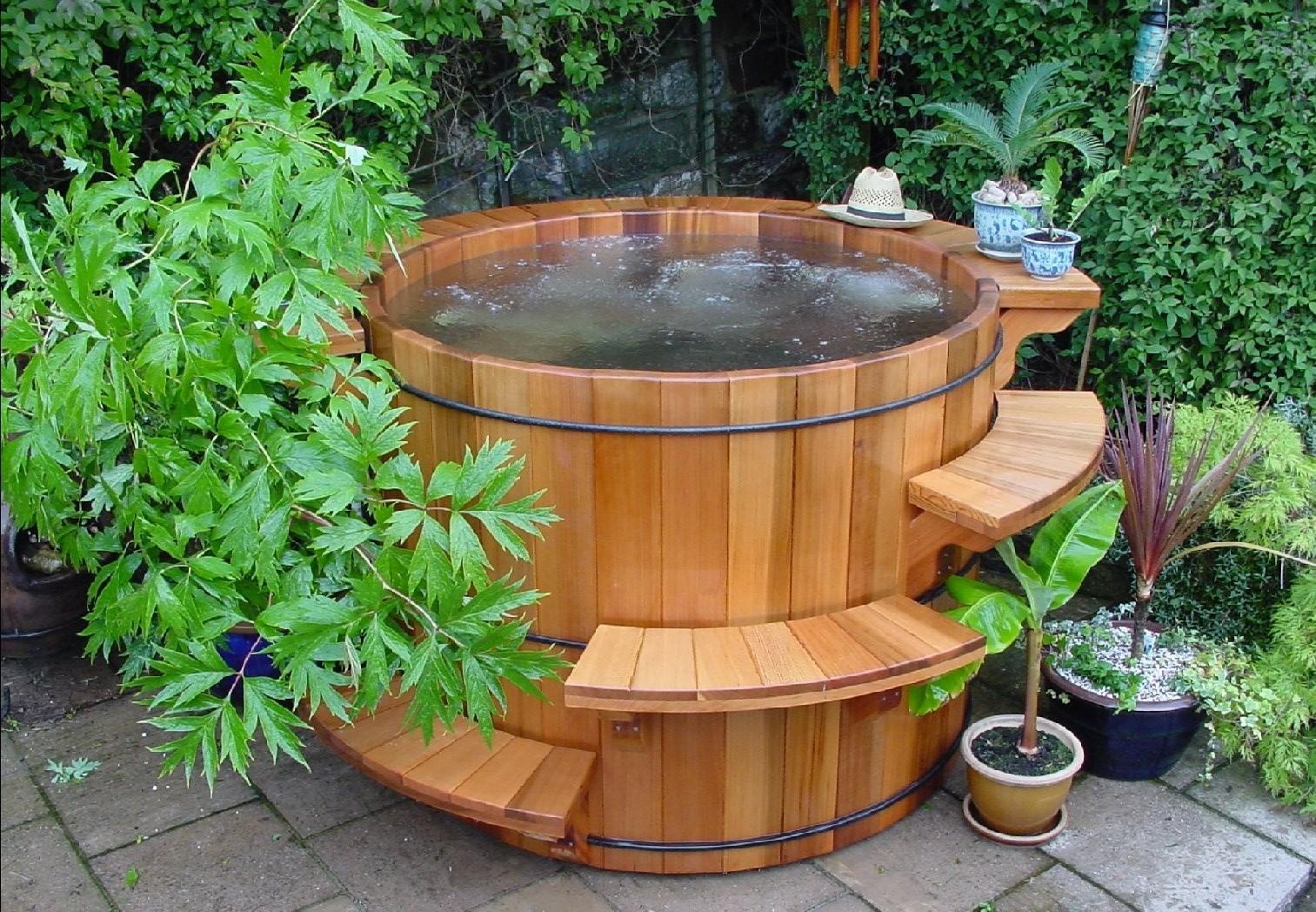 Wood hot tubs and barrel hot tubs forest lumber cooperage for Jacuzzi enterre exterieur