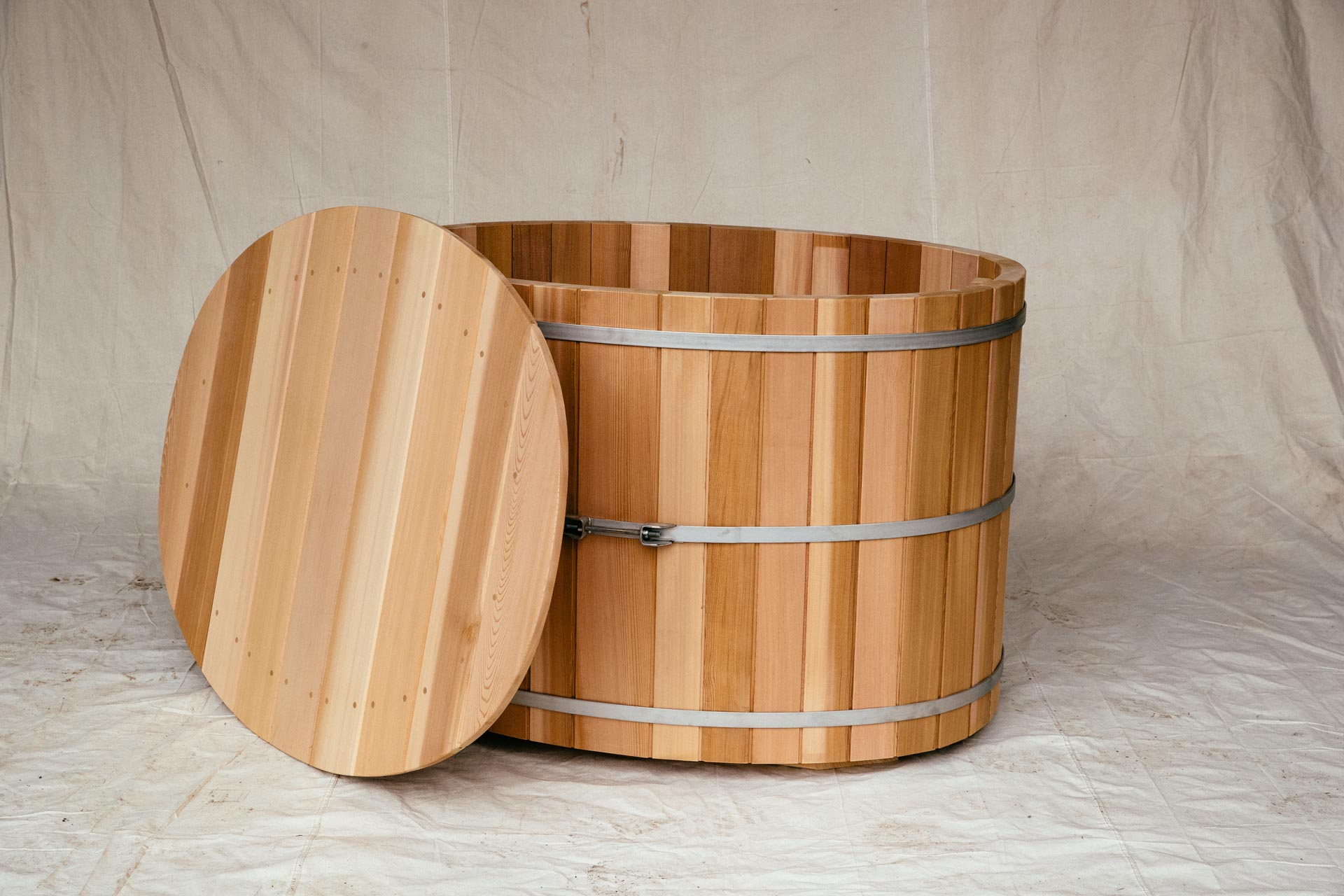One Person Oval Cedar Soaking Tub with Lid